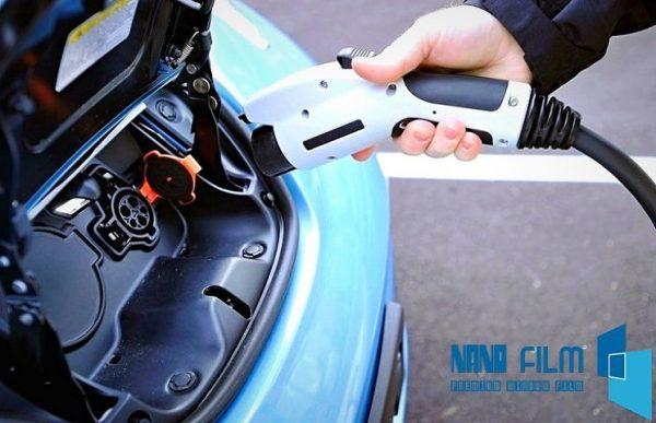 dán phim cách nhiệt kính lái giúp tiết kiệm năng lượng
